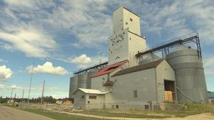 L'élévateur à grains centennaire de La Salle, Manitoba, avant sa démolition.