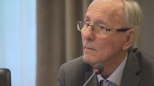Émile Loranger a assisté pour une rare fois à une séance du conseil d'agglomération de Québec.