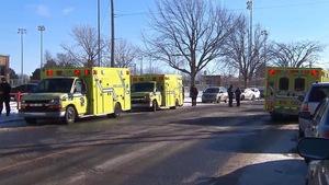 Trois ambulances.