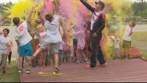 Un lancer de poudre de couleur pour débuter cette Feria de Port-Cartier