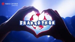Image promotionnelle du Francothon Alberta 2017 : deux mains forment un coeur, au centre duquel est placé le logo du Francothon.