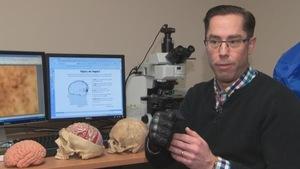 Matthew Holahan, professeur en neurosciences à l'Université Carleton.