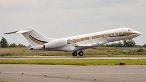 Le jet privé des Gupta au décollage.