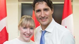 Hélène Larochelle en compagnie du Premier ministre du Canada, Justin Trudeau.