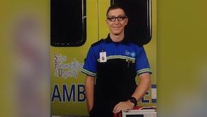 Hugo St-Onge en costume de paramedic