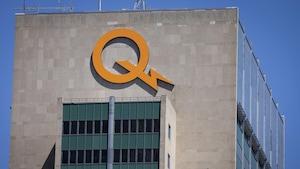 Le logo d'Hydro-Québec au sommet de son siège social, à Montréal.