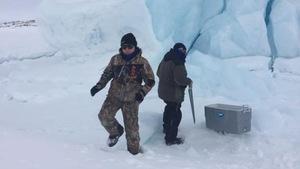Allen et Beverly McNeill ont récolté de la glace à partir d'un iceberg à Drunken Harbour au Labrador.