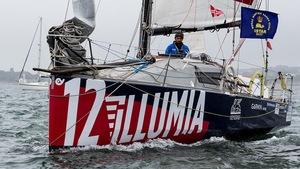 Le navigateur Michele Zambelli à la barre de son voilier