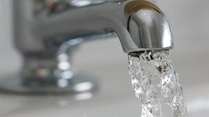 De l'eau qui coule d'un robinet