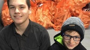 Jacob Ouellet et Zach Drapeau sourient à la caméra.