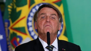 Jair Bolsonaro l'air pincé.