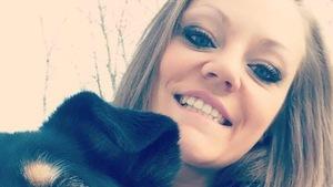 Jessica Lambert en compagnie de son chien