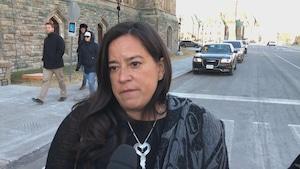 L'ex-ministre de la Justice et procureure générale du Canada, Jody Wilson-Raybould, dit qu'elle ne devrait pas être expulsée du caucus libéral pour avoir enregistré en secret une conversation qu'elle a eue avec le greffier du Conseil privé Michael Wernick.