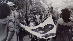 La première marche de la Fierté à Montréal, en 1979. De gauche à droite: John Banks (avec le casque), Walter Aubi, Armand Monroe et Dalilah (de dos).