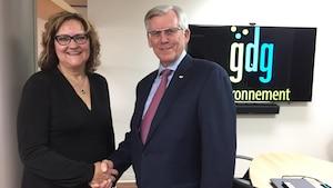 Isabelle Martin, présidente et chef de la direction de GDG Environnement en compagnie de Guy L. Trudeau, président des Laboratoires Choisy.