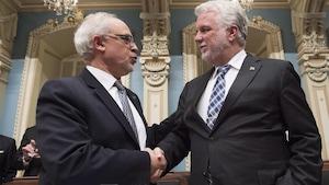 Le ministre des Finances, Carlos Leitao, et le premier ministre du Québec, Philippe Couillard