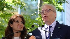 Le chef du Parti québécois, Jean-François Lisée en compagnie de Véronique Hivon