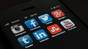 Attentats et réseaux sociaux: les risques de dérapage