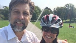 Luc Ferrandez et Valérie Plante, sur une photo publiée par la chef de Projet Montréal, le 11 septembre 2017 sur le mont Royal.