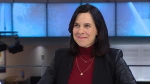 Mme Plante sur le plateau du Téléjournal lors d'une entrevue avec Patrice Roy.