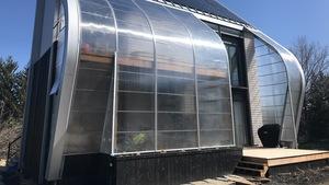 Une famille teste une maison carboneutre sur le campus de l'Université Laval.