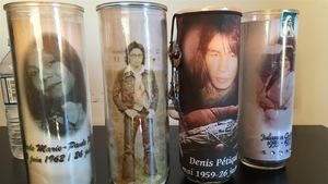 Des cierges en mémoire des victimes.