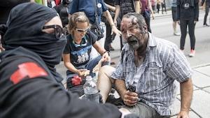 Un homme a été battu par des manifestants lors des rassemblements anti et pro immigration à Québec
