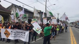 Les travailleurs de la construction sont descendus dans la rue pour manifester leur mécontentement.