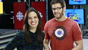 Photo de Marie-Eve et Jean-François dans l'atrium de Radio Canada à Toronto
