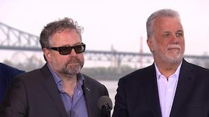Alexandre Taillefer (à gauche) et le premier ministre du Québec, Philippe Couillard (à droite)