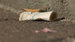 Un mégot de cigarette par terre