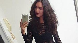 Melinda Vasilije prend un selfie