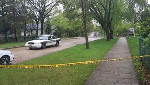 Un périmètre de sécurité sur la rue Tremblay dans le quartier Saint-Boniface à Winnipeg.