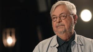 Michel Tremblay regarde l'animatrice Anne-Marie Dussault