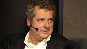 Sylvain Lafrance avec un micro sur l'oreille
