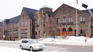 L'édifice patrimonial de l'ancienne école secondaire Moncton High est toujours inutilisé.