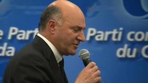 Le candidat à la course à la direction du Parti conservateur, Kevin O'Leary, lors d'un débat à Pointe-Claire