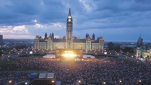 Le Parlement, le soir, fête du Canada