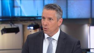 Jean-Francois-Bergeron, sur le plateau de Radio-Canada, répondant aux questions.