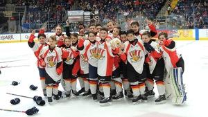 Le Petit Drakkar de Baie-Comeau remporte la coupe au Tournoi international de hockey pee-wee.