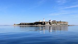 Le phare est situé sur une île presque déserte du parc national de l'Archipel-de-Mingan.