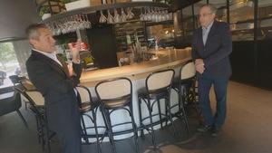 Pierre Moreau, propriétaire du Groupe Restos Plaisirs, en entrevue avec l'animateur du Téléjournal Québec.