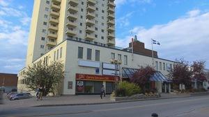 L'immeuble de la Place Saint-Laurent à Rimouski (Archives)