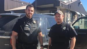 Jean-Christophe Gervais et Claude Niquay sont policiers à Wemotaci. Ils nous ont invités à patrouiller avec eux.