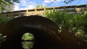 Un ponceau ou petit pont sur une route du Québec