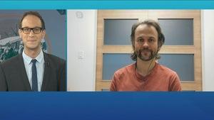 Patrick Foucault et le Dr Lagacé-Wiens sont au téléjournal du Manitoba à la télévision.