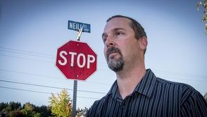 Tentative ratée pour le conseiller municipal Chris Alemany de Port Alberni en C.-B. Il voulait changer le nom de la rue Neill, un ancien député qui avait appuyé les pensionnats autochtones, dans un effort de réconciliation.