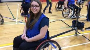 Renelle Belliveau, atteinte de la dystrophie musculaire, est la protagoniste du documentaire La troisième roue.