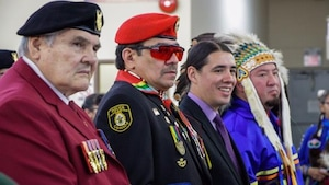Richard Blackwolf.en compagnie d'autes anciens combattants autochtones.