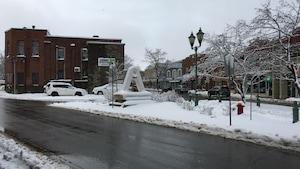 Les rues de Rivière-du-Loup sont enneigées, le 18 avril 2018.
